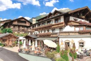 Wellness- und Familienhotel Edelweiss - Hotel - Berwang