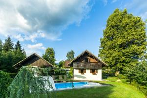 Holiday House in Nature with Pool, Pr Matažič