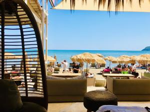Cubaneros Holiday Inn, Лаганас