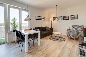 MH Black White Apartment Szczecin