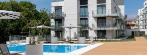 Seaside Terraces Deluxe Apartments by Renters Prestige