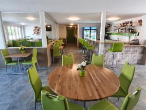 Gasthof Schwanen, Мини-гостиницы  Radelfingen - big - 35
