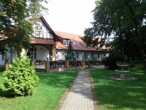 Hotel Altes Badehaus - Kötschlitz