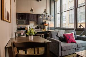 Bright Strip District Apts with Wifi by Frontdesk