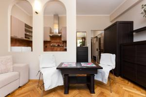 Apartments Warsaw Grojecka by Renters