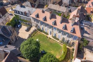 Location gîte, chambres d'hotes Hôtel de Panette - Un Château en Ville dans le département Cher 18