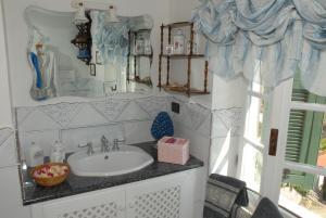 Chambre d'hôtes de charme La Belle Vue, Bed & Breakfasts  Roquebrune-Cap-Martin - big - 3