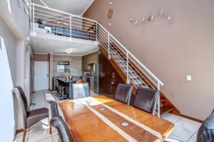 Upmarket Ultra Modern Sandton Apartment