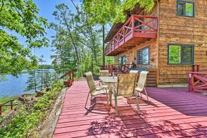 Waterfront Cabin on Long Lake with Dock, Kayaks! - Hotel - Cumberland