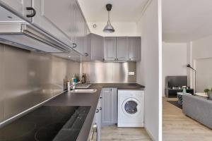 AGENCE PRO Charming 2 room apartment with balcony Paris 8ème