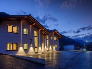 Montafon Chalets - Hotel - Partenen