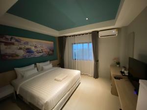 Dhanakarn Hotel