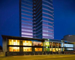 Mercure Cardiff Holland House Hotel and Spa (3 of 50)