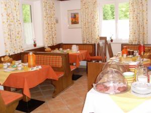 Haus Seehof, Guest houses  Sankt Gilgen - big - 17