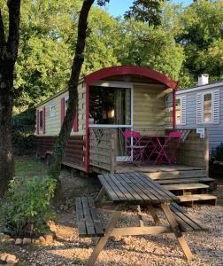 Location gîte, chambres d'hotes Camping La Montagne dans le département Vaucluse 84