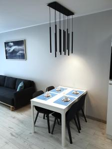 Private Apartment Aircondition HD TV WiFi Garage fully equipped near beach