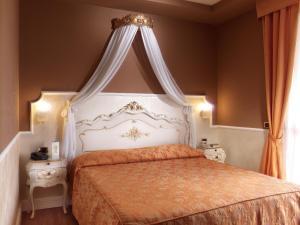 Hotel Confine - AbcAlberghi.com
