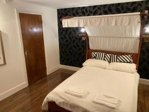 The Raven Suite, Inns  Henley on Thames - big - 17