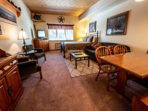 Gateway Lodge 5005