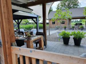 B&B Drenthe, Bed and Breakfasts  Westerbork - big - 14
