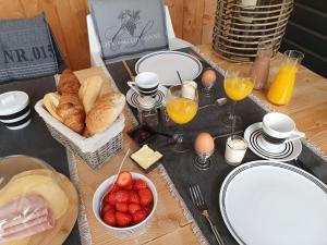 B&B Drenthe, Bed and Breakfasts  Westerbork - big - 6