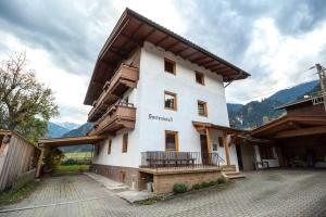 Adventure Holiday Hub: Gartenhäusl - Hotel - Schwendau