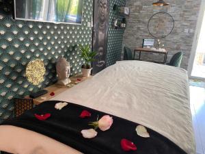 Chambre d'Hôte romantique Le temps d'un Instant - Hotel - Villeneuve