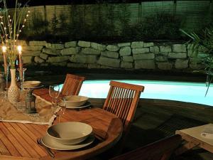 Location gîte, chambres d'hotes Luxurious villa with nice terrace in rural Chalais dans le département Charente 16