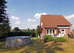 Landhaus Lüneburger Heide, Дома для отпуска  Нойенкирхен - big - 6