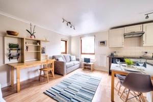 Stunning Studio Apartment Dean Village, Parking