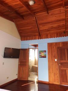 Teak-wooden AND granite apartment, Sabanilla