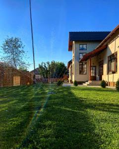 Famíves vendégház - Hotel - Racu