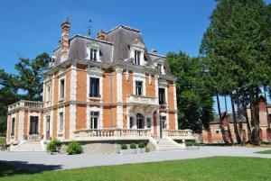 Chateau Sourliavoux - Hotel - Vallières