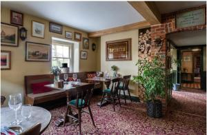 The Stag and Huntsman at Hambleden, Bed and Breakfasts  Henley-on-Thames - big - 2