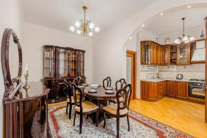 LUX-Apartment on Nevsky avenue 22-24 in front of Kazan Cathedral