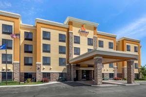 Comfort Suites Oshkosh - Hotel