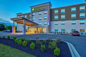 Holiday Inn Express & Suites - Lexington W - Versailles, an IHG Hotel