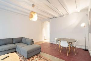 Bright Modern 1 Bedroom Apartment in El Raval Barcelona