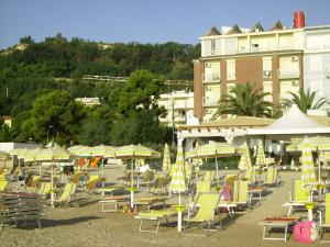 Hotel La Perla, Hotels  Cupra Marittima - big - 1