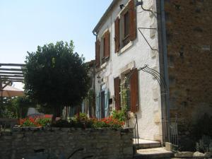 Location gîte, chambres d'hotes Le Papillon at le paradis dans le département Charente 16