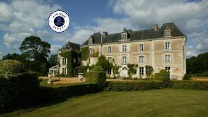 Location gîte, chambres d'hotes Château De Chambiers dans le département Maine et Loire 49