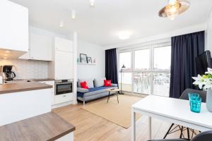 Marine Apartment 9B by Renters