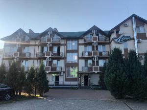 Курортный отель Лилея, Поляна
