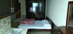 Kashmir Continental Hotel and Studio Flats