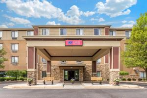 Comfort Suites Grand Rapids North - Hotel - Comstock Park