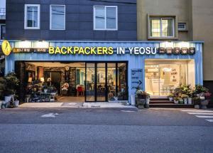 Backpackers In Yeosu