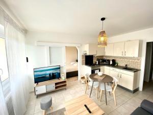 SOBNB LES CEDRES- Appartement neuf à 2minutes de la frontière - Hotel - Ambilly