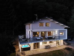 Vue exceptionnelle sur lac d'Annecy et Montagnes - Hotel - Menthon-Saint-Bernard