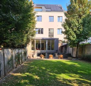 Authentic 19th c. mansion with spacious garden, 9000 Gent