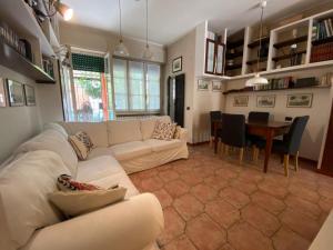 Casa Indipendente Con Giardino in zona San Siro - AbcAlberghi.com